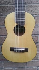 Yamaha GL1 Guitar Ukulele, Guitarlele